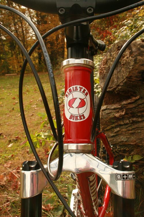 Stang_close_up_of_red_sox_headtube